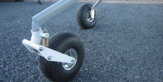 Castering nose wheel